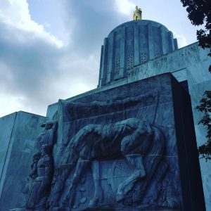 Photo of the Oregon State Capital building